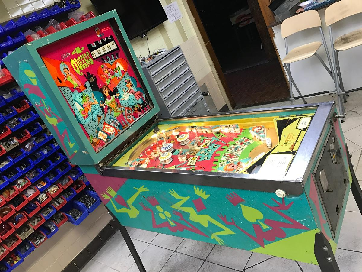 get new fast delivery low cost 1970 Bally 4 Queens at Ann Arbor Michigan Pinball Museum VFW ...